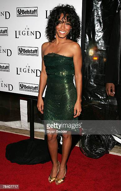 """Actress Jada Pinkett Smith attends Warner Brothers' premiere of """"I Am Legend"""" at The WaMu Theater at Madison Square Garden December 11, 2007 in New..."""