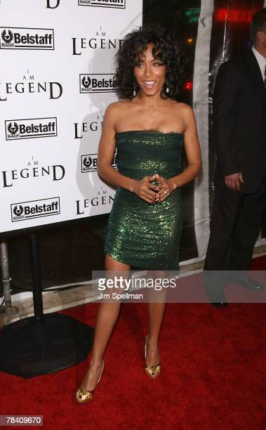Actress Jada PinkettSmith arrives at the I Am Legend New York Premiere at the Theater at Madison Square Garden on December 11 2007 in New York City