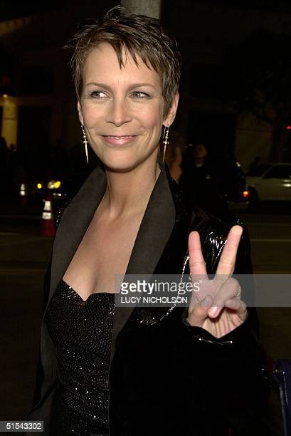"Actress Jamie Lee Curtis arrives at the premiere of her new film ""Drowning Mona"" in Los Angeles 28 February 2000. The film also stars Danny DeVito,..."