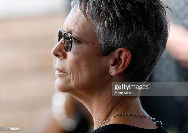 Actress Jamie Lee Curtis attends the funeral for her father actor Tony Curtis at Palm Mortuary Cemetary October 4 2010 in Henderson Nevada Curtis...