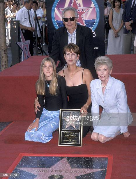 Actress Jamie Lee Curtis husband actor/writer Christopher Guest daughter Annie Guest and mother actress Janet Leigh attend the Hollywood Walk of Fame...