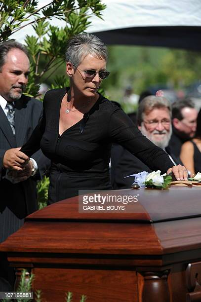 Actress Jamie Lee Curtis places a flower on the casket of her father Hollywood legend Tony Curtis at the Palm Mortuary and Cemetery Green Valley in...