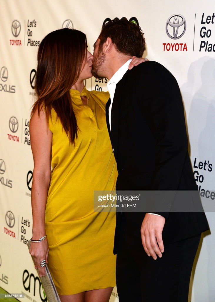 Actress Jamie-Lynn Sigler (L) and baseball player Cutter Dykstra arrive at the 23rd Annual Environmental Media Awards presented by Toyota and Lexus at Warner Bros. Studios on October 19, 2013 in Burbank, California.