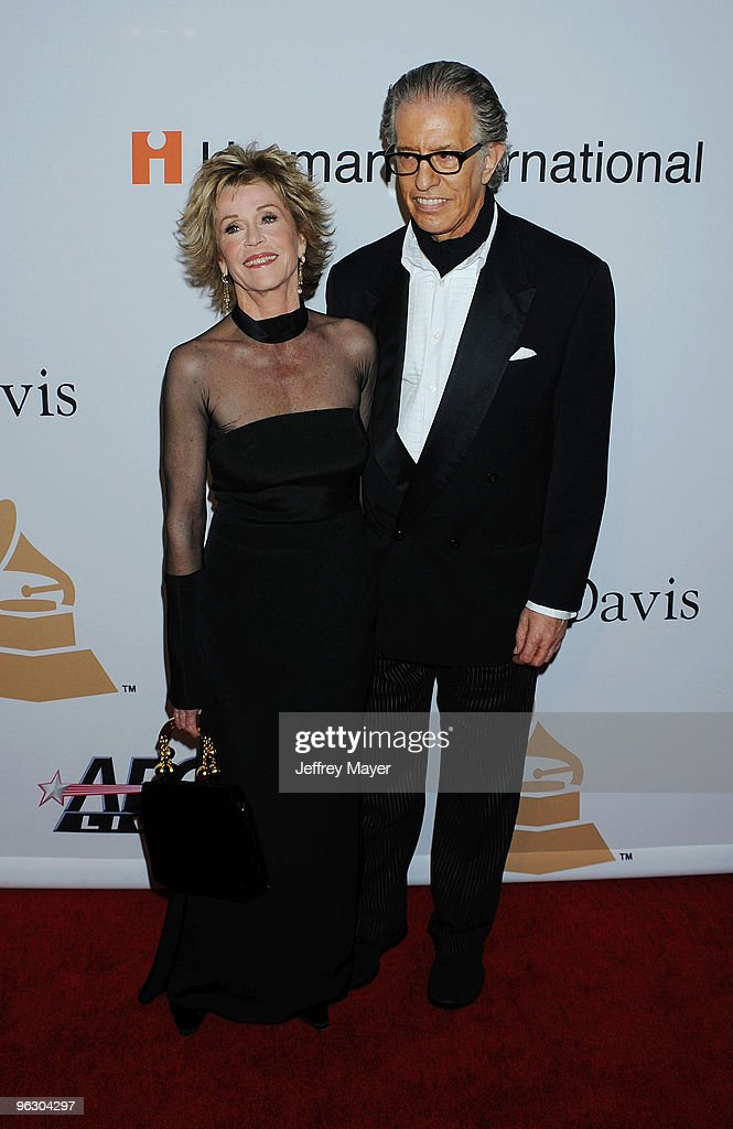 2010 Pre-GRAMMY Gala & Salute To Industry Icons - Arrivals : News Photo
