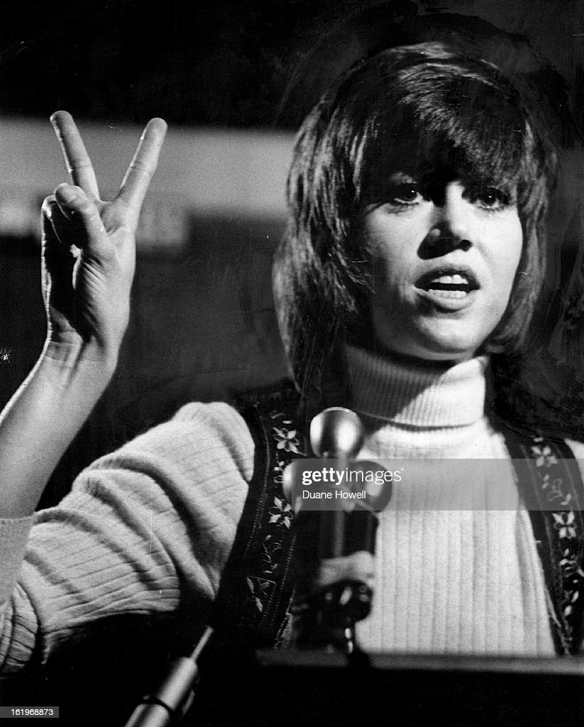 APR 12 1970, APR 13 1970, APR 19 1970, MAY 11 1970; Actress Jane Fonda says Even Peace Sign is 'Cons : News Photo