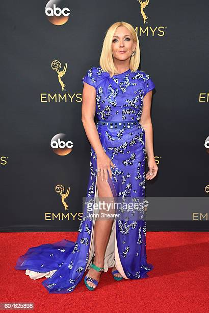 Actress Jane Krakowski arrives at the 68th Annual Primetime Emmy Awards at Microsoft Theater on September 18, 2016 in Los Angeles, California.