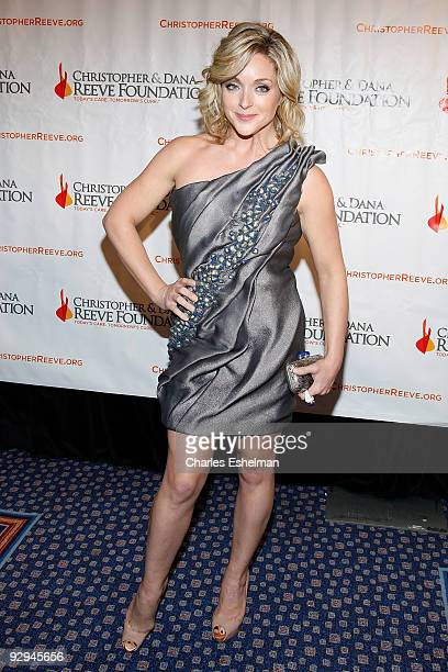 """Actress Jane Krakowski attends the Christopher & Dana Reeve Foundation's """"A Magical Evening"""" Gala at the Marriot Marquis on November 9, 2009 in New..."""