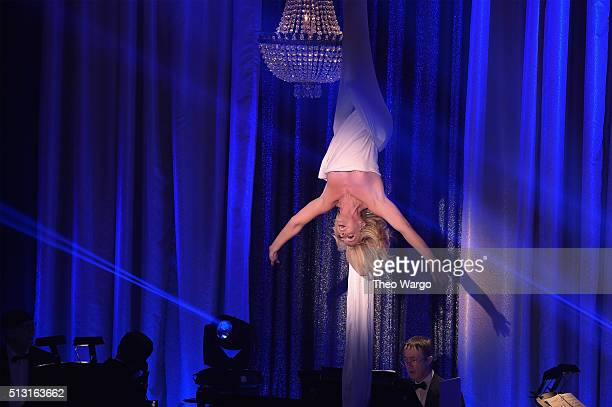 Actress Jane Krakowski performs onstage during the Roundabout Theatre Company 2016 Spring Gala at The WaldorfAstoria on February 29 2016 in New York...