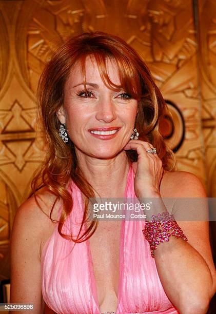 Actress Jane Seymour arrives at the HBO 2006 Golden Globe Awards after party held at the Aqua Star Pool/Restaurant at the Beverly Hilton Hotel