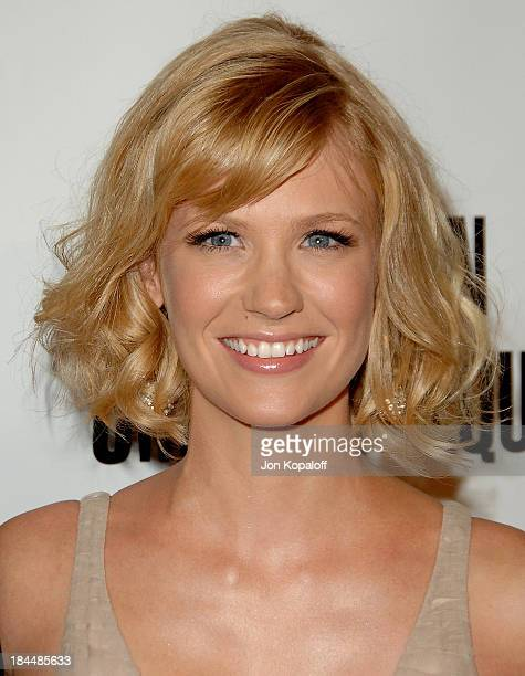 Actress January Jones arrives at the American Cinemateque Honors Julia Roberts at the Beverly Hilton Hotel on October 12 2007 in Beverly Hills...