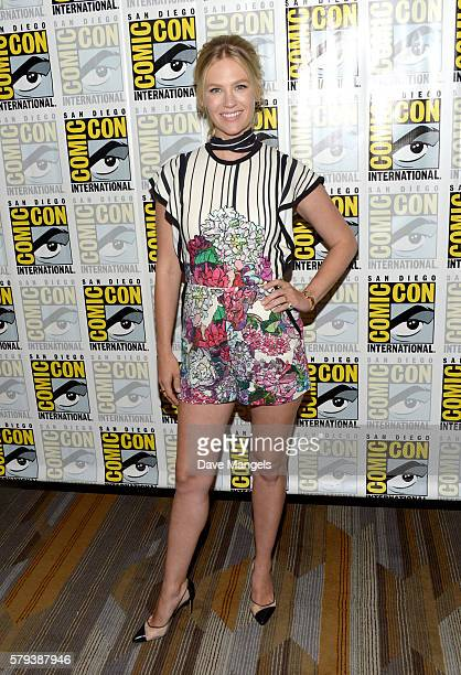 "Actress January Jones attends the ""The Last Man On Earth"" press line during Comic-Con International on July 23, 2016 in San Diego, California."