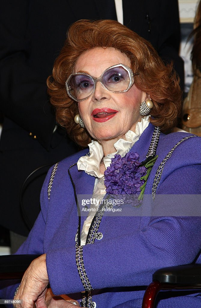 Actress Jayne Meadows Allen attends the Early TV Memories First-Class stamp dedication ceremony held at the Academy of Television Arts and Sciences on August 11, 2009 in North Hollywood, California.
