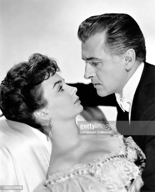 "Actress Jean Simmons and Stewart Granger in a scene from the movie ""Footsteps in the Fog"""