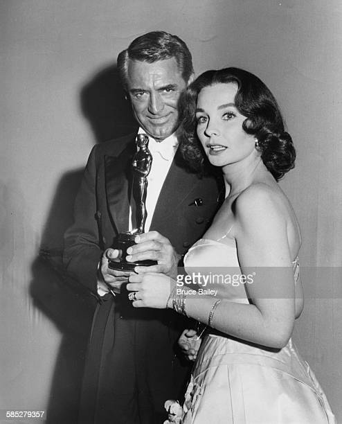 Actress Jean Simmons with the Oscar she accepted on behalf of Alec Guinness, for his role in 'The Bridge on the River Kwai', with presenter Cary...