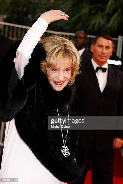 Actress Jeanne Moreau arrives at the premiere for the film 'Vicky Cristina Barcelona' at the Palais des Festivals during the 61st International...