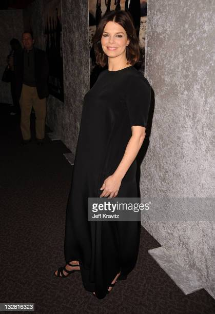 """Actress Jeanne Tripplehorn arrives at HBO's """"Big Love"""" Season 5 Premiere at Directors Guild Of America on January 12, 2011 in Los Angeles, California."""
