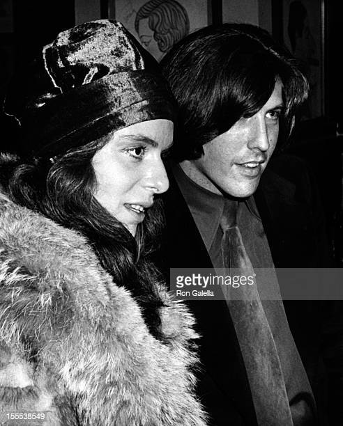 Actress Jeannie Berlin and date attend New York Film Critic's Circle Awards on January 28, 1973 at Sardi's Restaurant in New York City.
