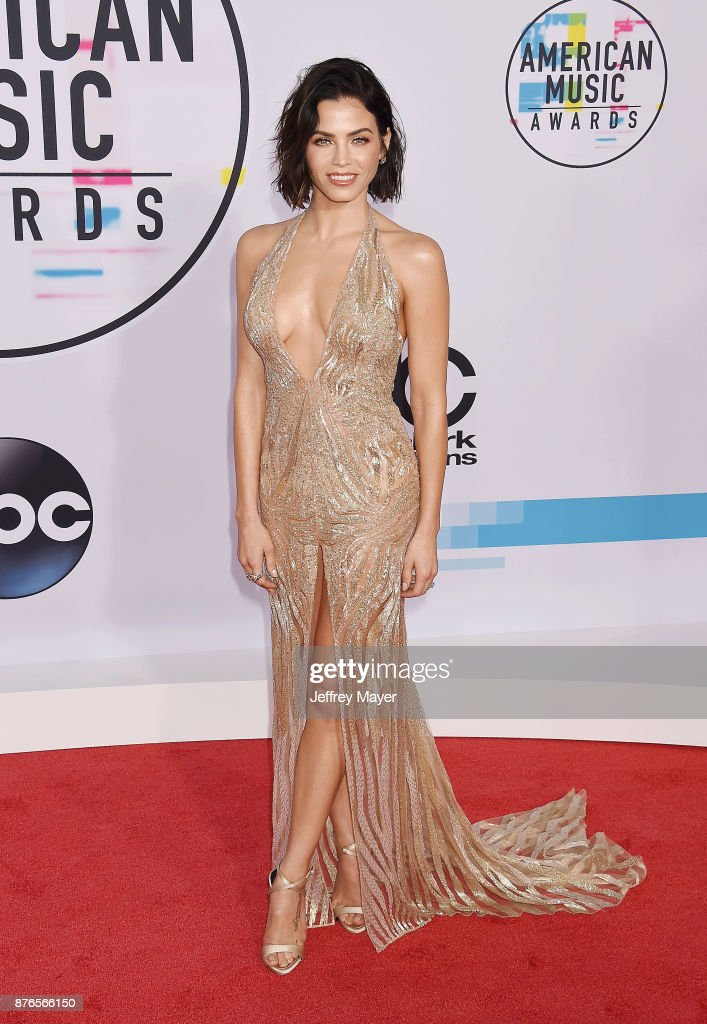 Actress Jenna Dewan-Tatum attends the 2017 American Music Awards at Microsoft Theater on November 19, 2017 in Los Angeles, California.