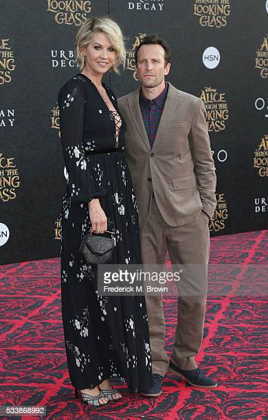 Actress Jenna Elfman and Bodhi Elfman attend the premiere of Disney's Alice Through The Looking Glass at the El Capitan Theatre on May 23 2016 in...