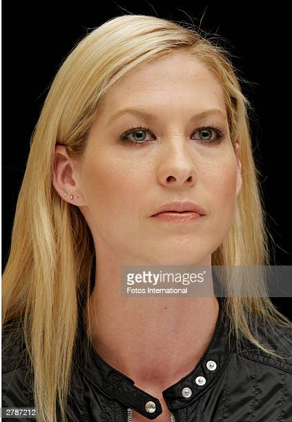 OUT*** Actress Jenna Elfman answers questions from the press at a junket for her new film Looney Tunes at the Park Hyatt Hotel November 3 2003 in...