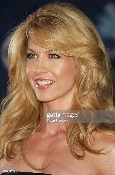 Actress Jenna Elfman arrives at the 32nd Annual People's Choice Awards at the Shrine Auditorium January 10 2006 in Los Angeles California