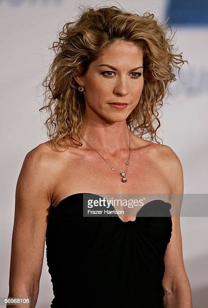 Actress Jenna Elfman arrives at the General Motors Ten event on February 28 2006 in Hollywood California