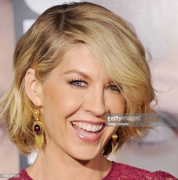 """Actress Jenna Elfman arrives at the """"Identity Thief"""" Los Angeles premiere at Mann Village Theatre on February 4, 2013 in Westwood, California."""