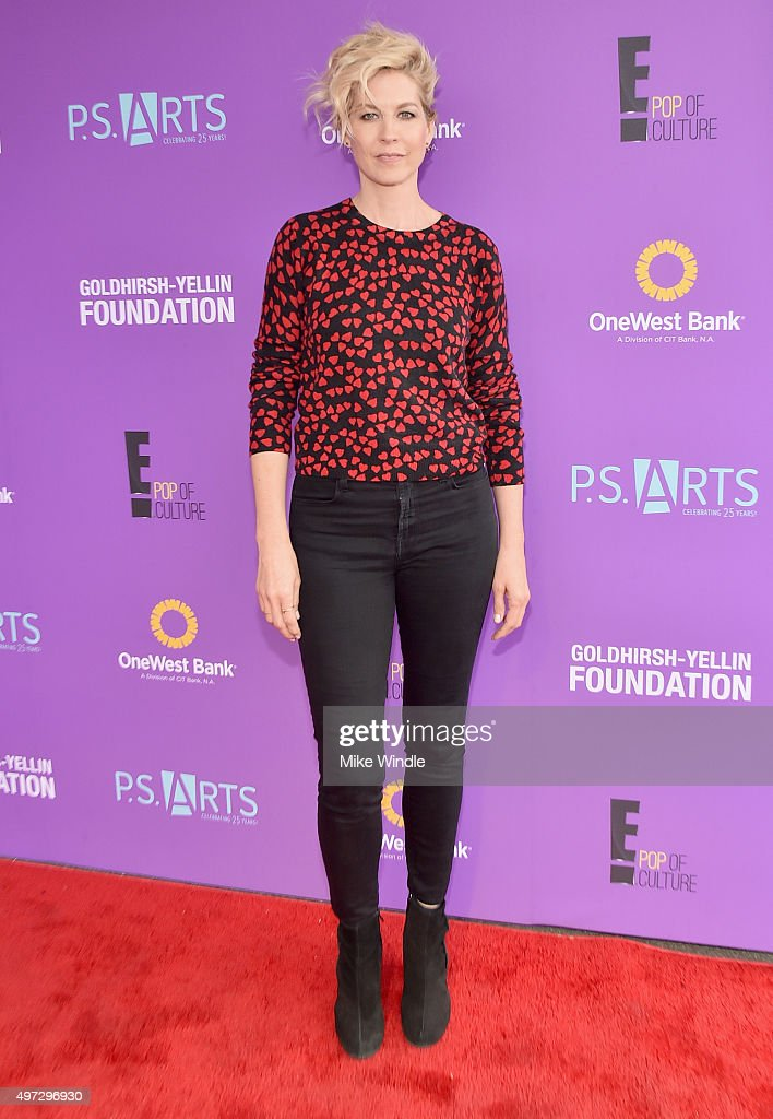 Actress Jenna Elfman attends Express Yourself 2015 to benefit P.S. ARTS, providing arts education to 25,000 public school students each week at Barker Hangar on November 15, 2015 in Santa Monica, California.