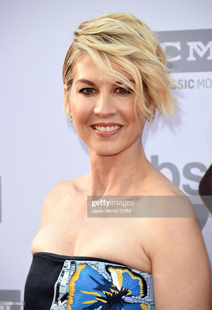 Actress Jenna Elfman attends the 2015 AFI Life Achievement Award Gala Tribute Honoring Steve Martin at the Dolby Theatre on June 4, 2015 in Hollywood, California. 25292_001