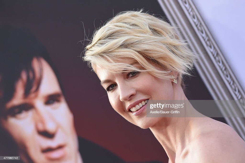 Actress Jenna Elfman attends the 43rd AFI Life Achievement Award Gala at Dolby Theatre on June 4, 2015 in Hollywood, California.