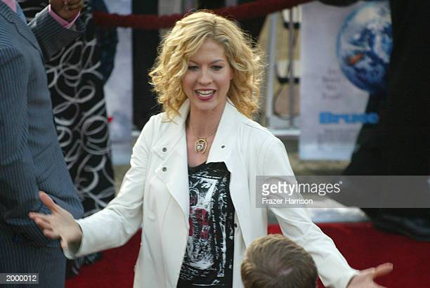 Actress Jenna Elfman attends the premiere of Universal Pictures' Bruce Almighty at the Universal Amphitheater May 14 2003 in Los Angeles California...