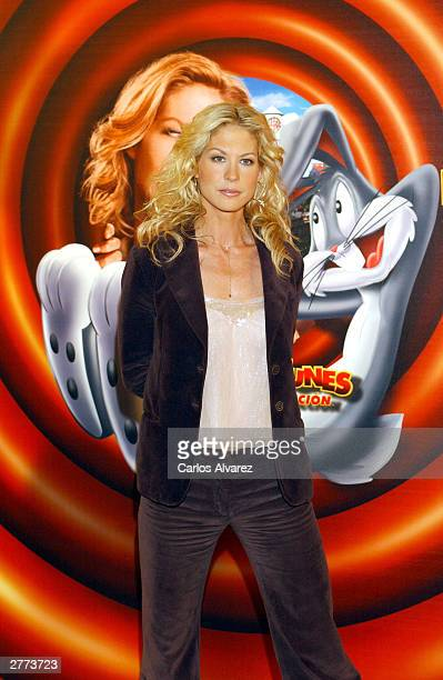 Actress Jenna Elfman attends the promotional photocall for her new movie Looney Tunes Back In Action at Hotel Villamagna December 1 2003 in Madrid...