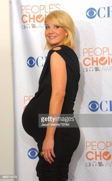 Actress Jenna Elfman poses in the press room during the People's Choice Awards 2010 held at Nokia Theatre LA Live on January 6 2010 in Los Angeles...