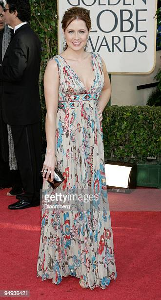 Actress Jenna Fischer arrives for the 66th Annual Golden Globe Awards in Beverly Hills California US on Sunday Jan 11 2009 Heath Ledger received a...