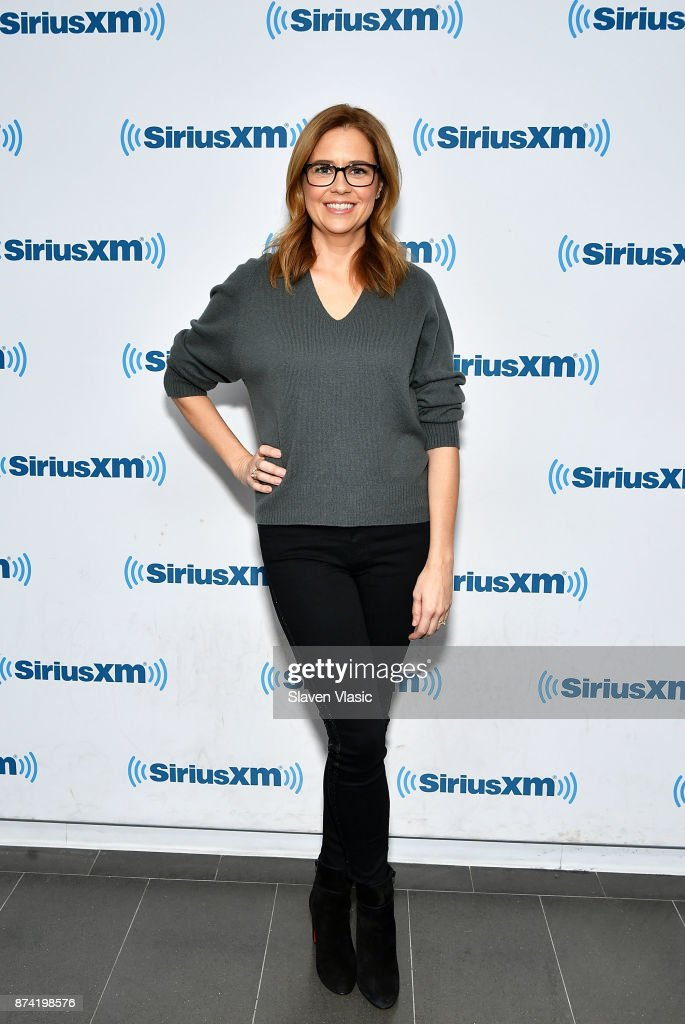 Actress Jenna Fischer visits SiriusXM Studios on November 14, 2017 in New York City.