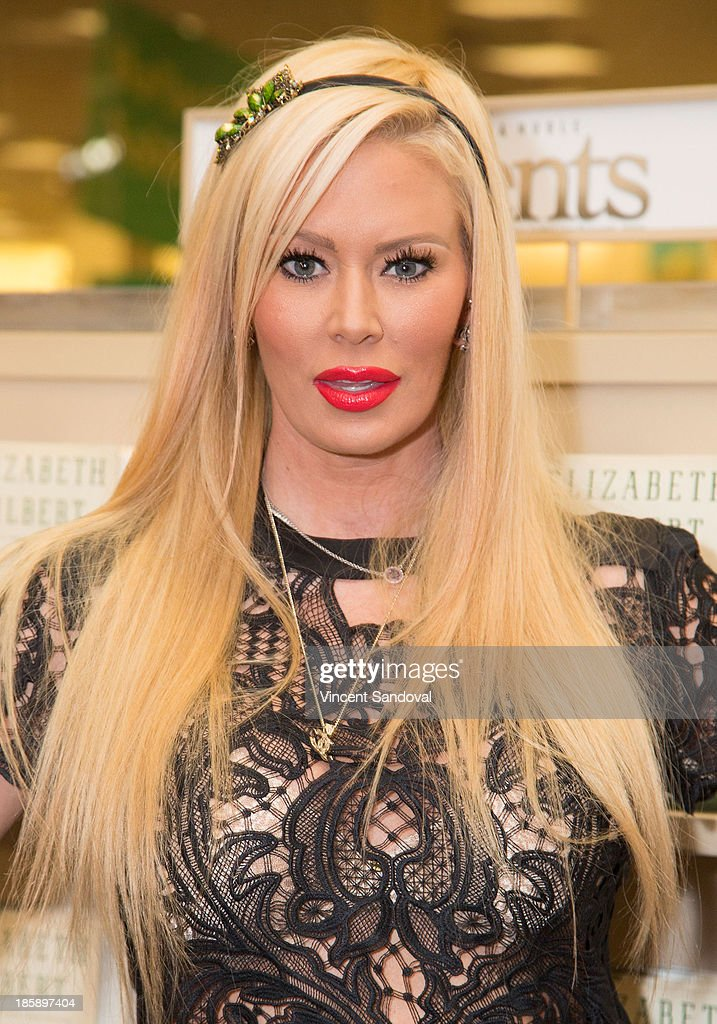 """Jenna Jameson Signs Copies Of Her New Book """"Sugar"""" : News Photo"""