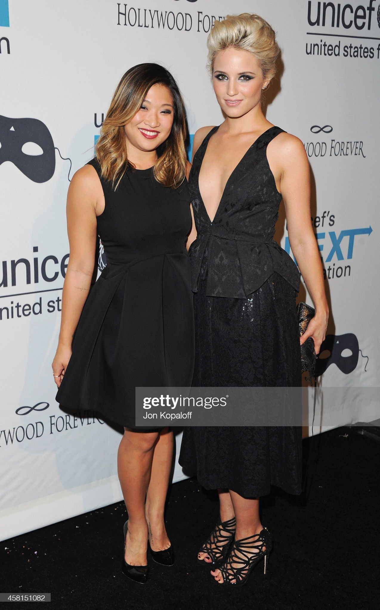 ¿Cuánto mide Jenna Ushkowitz? - Real height Actress-jenna-ushkowitz-and-actress-dianna-agron-arrive-at-the-next-picture-id458151082?s=2048x2048