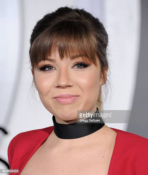 Actress Jennette McCurdy arrives at the premiere of Columbia Pictures' Passengers at Regency Village Theatre on December 14 2016 in Westwood...