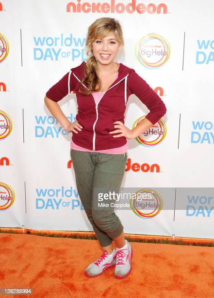 Actress Jennette McCurdy celebrates Nickelodeon's largest ever Worldwide Day of Play at the Ellipse on September 24 2011 in Washington DC