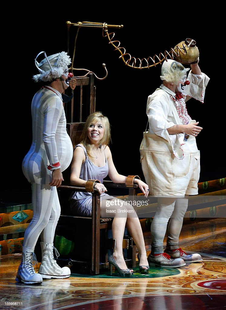 Actress Jennette McCurdy (C) makes a cameo on stage during the Las Vegas premiere of 'Zarkana by Cirque du Soleil' at the Aria Resort & Casino at CityCenter on November 9, 2012 in Las Vegas, Nevada.