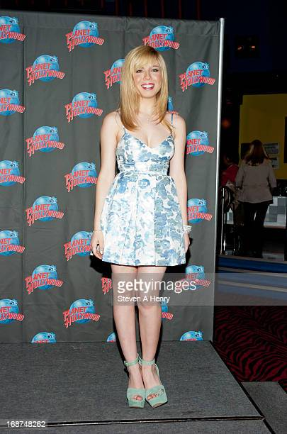 Actress Jennette McCurdy visits Planet Hollywood Times Square on May 14, 2013 in New York City.