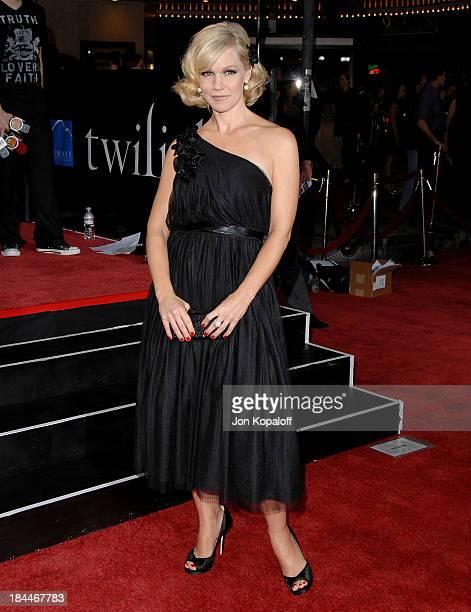 Actress Jennie Garth arrives at the Los Angeles Premiere 'Twilight' at the Mann Village Theater on November 17 2008 in Westwood California