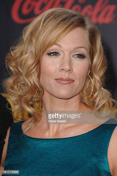 Actress Jennie Garth arrives to the 2007 American Music Awards at the Nokia Theatre on November 18, 2007 in Los Angeles, California.