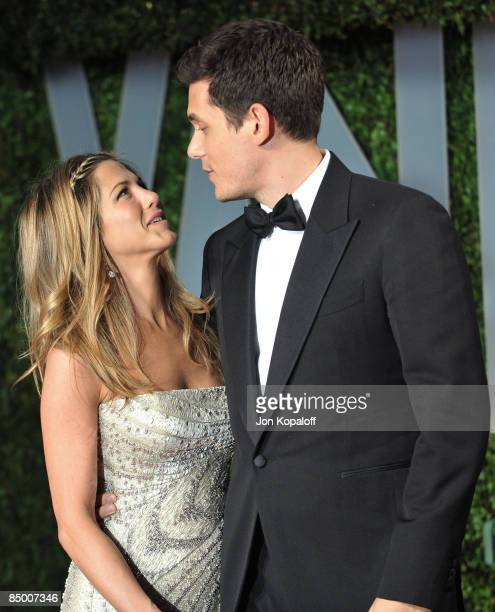 Actress Jennifer Aniston and musician John Mayer arrive at the 2009 Vanity Fair Oscar Party at the Sunset Tower on February 22, 2009 in West...