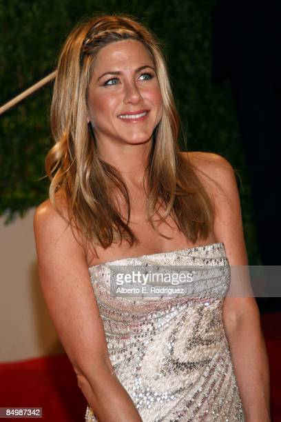 Actress Jennifer Aniston arrives at the 2009 Vanity Fair Oscar Party hosted by Graydon Carter held at the Sunset Tower on February 22 2009 in West...