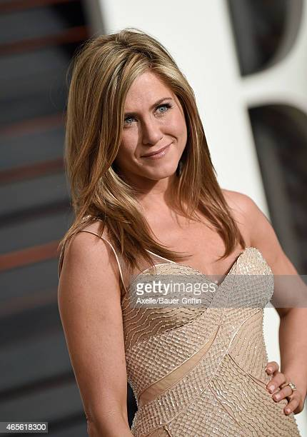 Actress Jennifer Aniston arrives at the 2015 Vanity Fair Oscar Party Hosted By Graydon Carter at Wallis Annenberg Center for the Performing Arts on...