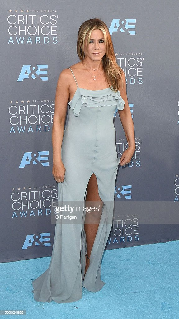 Actress Jennifer Aniston arrives at the 21st Annual Critics' Choice Awards at Barker Hangar on January 17, 2016 in Santa Monica, California.