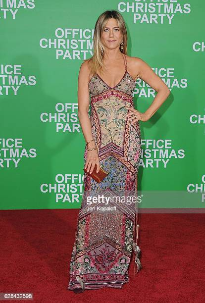 Actress Jennifer Aniston arrives at the Los Angeles Premiere 'Office Christmas Party' at Regency Village Theatre on December 7 2016 in Westwood...