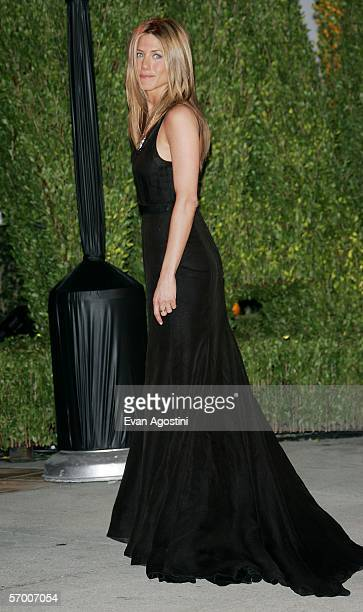 Actress Jennifer Aniston arrives at the Vanity Fair Oscar Party at Mortons on March 5 2006 in West Hollywood California