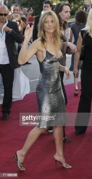 Actress Jennifer Aniston arrives for a special screening of 'The Break Up' June 12 2006 in Hamburg Germany